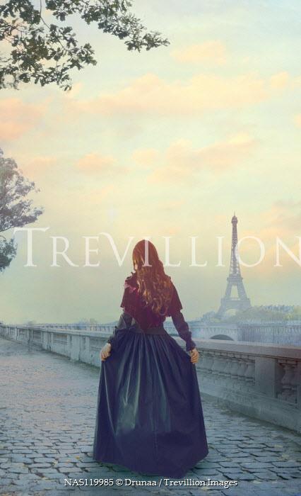 Drunaa Historical woman walking in Paris