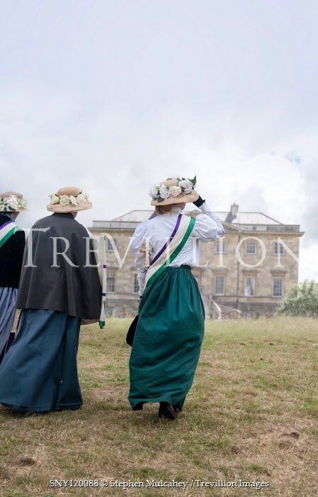 Stephen Mulcahey THREE EDWARDIAN WOMEN WALKING TO GRAND HOUSE Groups/Crowds