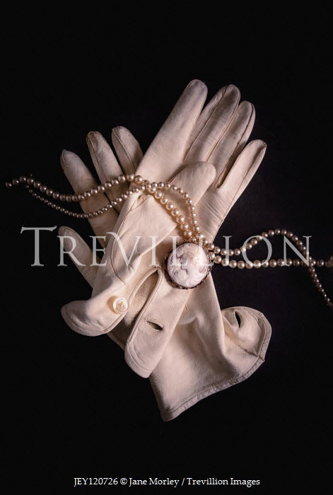 Jane Morley WHITE GLOVES PEARLS AND CAMEO BROOCH Miscellaneous Objects