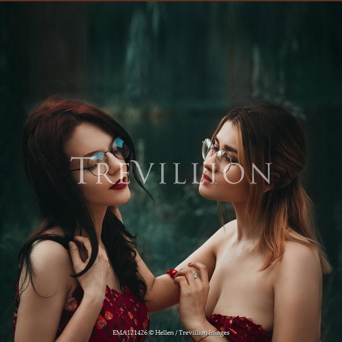 Hellen TWO GIRLS IN GLASSES TOUCHING OUTDOORS Women