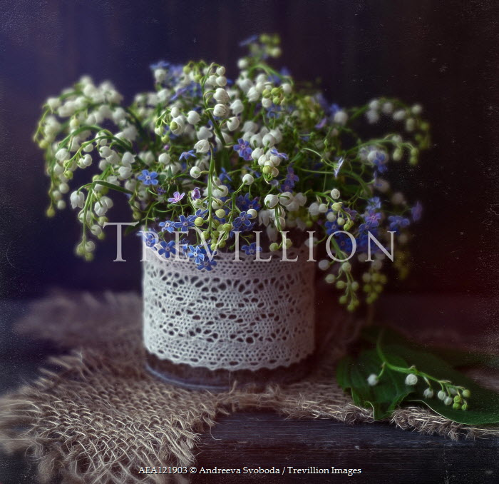 Andreeva Svoboda BLUE AND WHITE FLOWERS WITH LACE AND HESSIAN Flowers