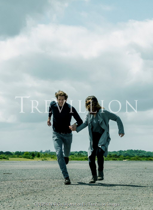 CollaborationJS COUPLE RUNNING HOLDING HANDS IN COUNTRYSIDE Couples
