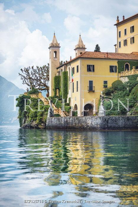 Evelina Kremsdorf GRAND ITALIAN VILLA ON LAKE Houses