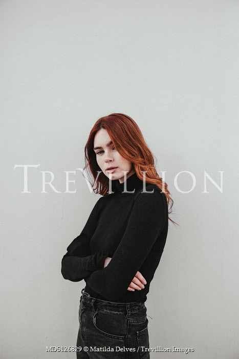 Matilda Delves GIRL WITH RED HAIR STANDING WITH FOLDED ARMS Women