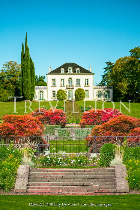 Elly De Vries Mansion with garden and steps