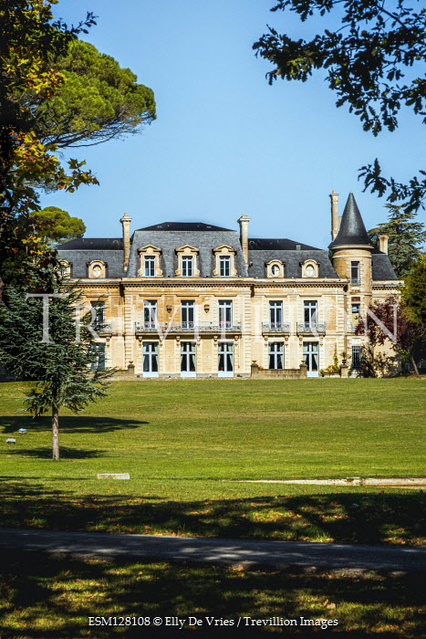 Elly De Vries FRENCH MANSION AND GARDEN IN SUMMER Houses