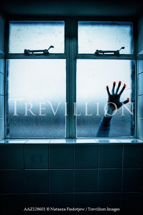 Natasza Fiedotjew BLOODY HAND ON OUTSIDE WINDOW Men