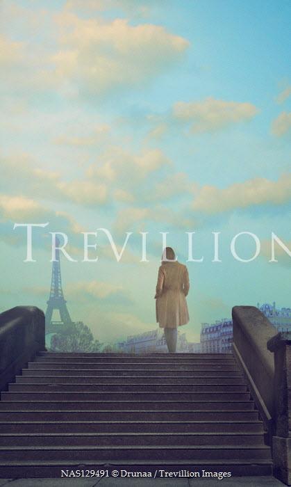 Drunaa WOMAN BY STEPS IN PARIS WITH EIFFEL TOWER Women