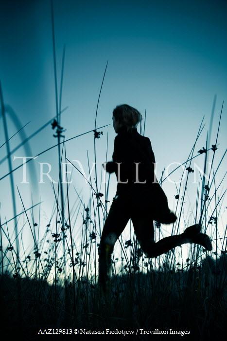 Natasza Fiedotjew WOMAN RUNNING IN FIELD AT DUSK Women