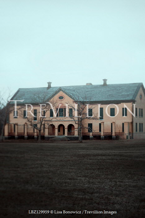 Lisa Bonowicz EXTERIOR OF LARGE HISTORICAL BUILDING IN WINTER Miscellaneous Buildings