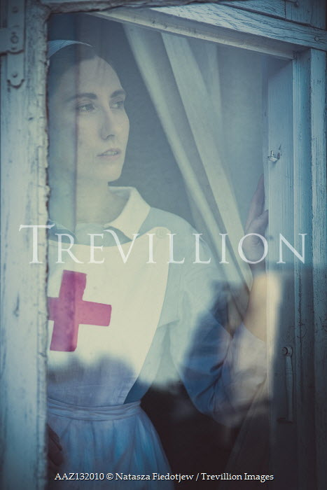 Natasza Fiedotjew war nurse looking out window