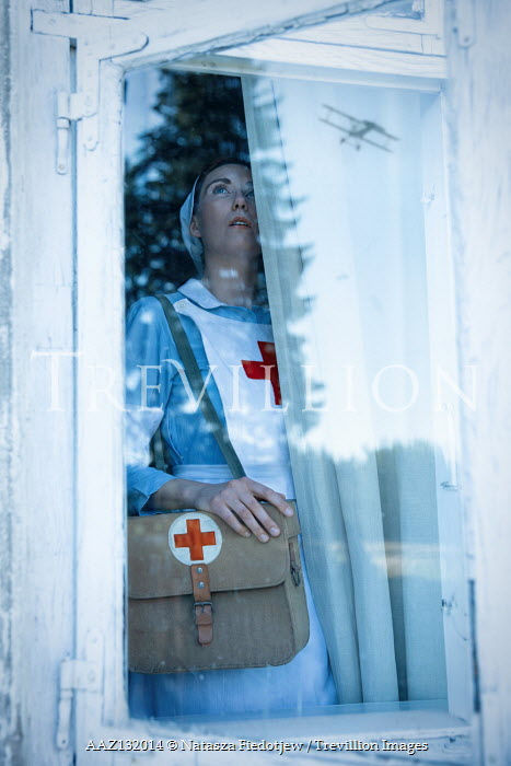 Natasza Fiedotjew war nurse seeing airplane through window