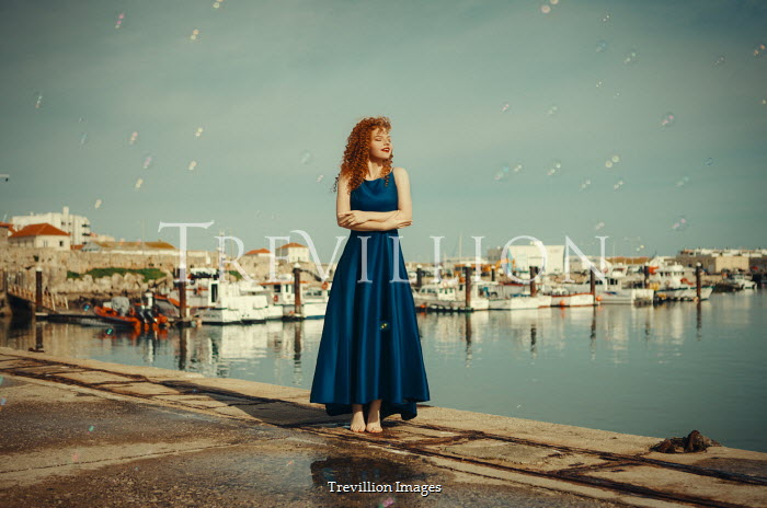 Katerina Klio HAPPY WOMAN IN HARBOUR WITH BUBBLES Women
