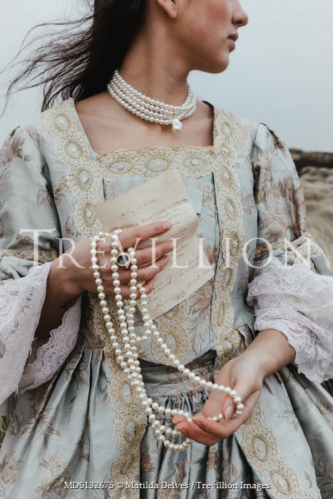 Matilda Delves HISTORICAL WOMAN HOLDING LETTER WITH PEARLS OUTDOORS Women