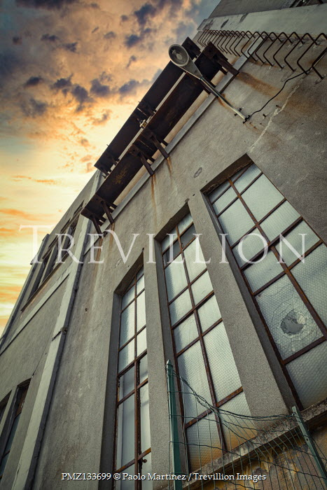 Paolo Martinez RETRO CONCRETE BUILDING FROM BELOW