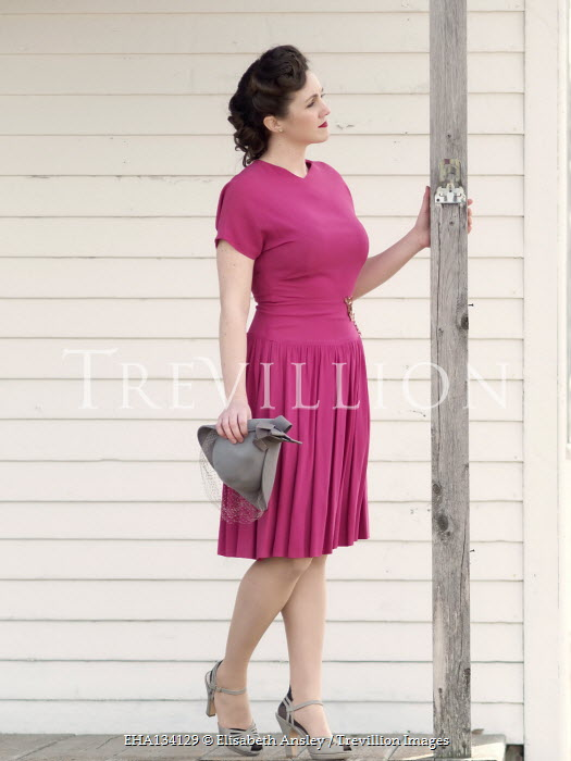 Elisabeth Ansley 1940S WOMAN IN PINK DRESS OUTSIDE HOUSE