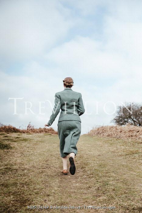 Matilda Delves RETRO WOMAN RUNNING IN COUNTRYSIDE