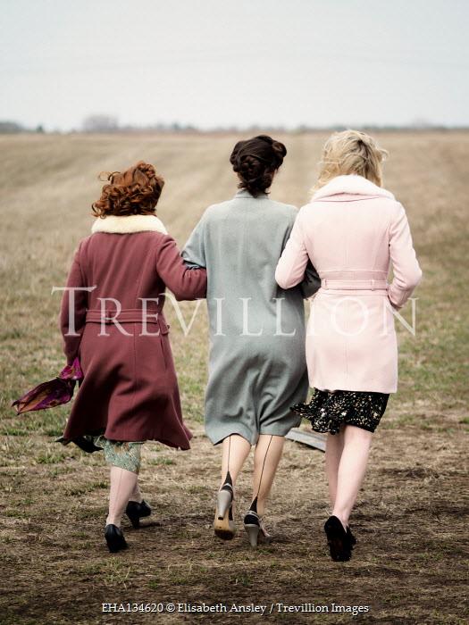 Elisabeth Ansley RETRO WOMEN ARM IN ARM IN COUNTRYSIDE