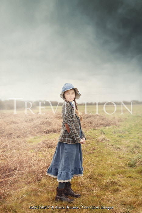 Anna Buczek YOUNG RETRO GIRL WITH HAT IN COUNTRYSIDE
