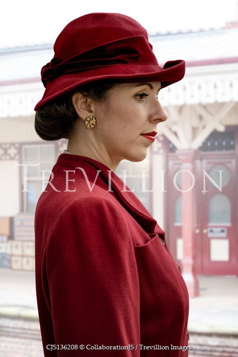 CollaborationJS RETRO WOMAN IN RED HAT AND JACKET ON STATION PLATFORM