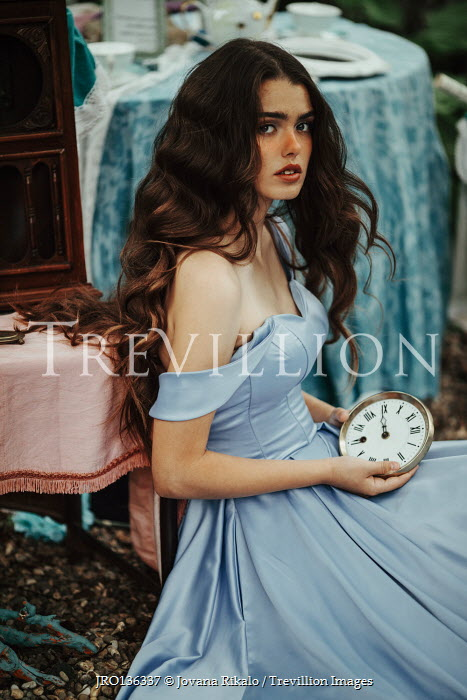 Jovana Rikalo GIRL WITH LONG DARK HAIR HOLDING CLOCK
