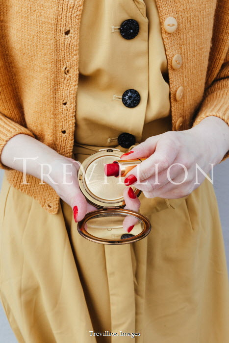 Matilda Delves RETRO WOMAN HOLDING LIPSTICK AND COMPACT