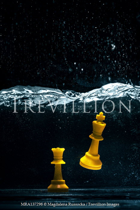 Magdalena Russocka yellow chess king and queen underwater