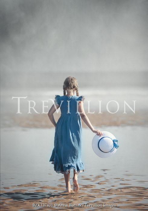 Anna Buczek LITTLE GIRL WITH HAT ON SANDY BEACH