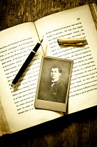 Valentino Sani PHOTOGRAPH WITH PEN ON BOOK Miscellaneous Objects