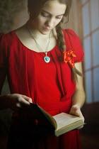 Ildiko Neer YOUNG WOMAN READING A BOOK Women