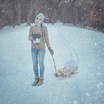 Anya Anti WOMAN PULLING SLEDGE IN SNOW Women