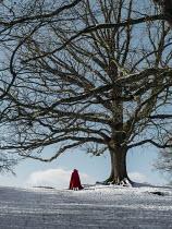 AlcainoCreative HOODED FIGURE WALKING IN SNOW Body Detail