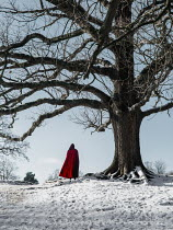 AlcainoCreative HOODED FIGURE STANDING BY TREE Body Detail